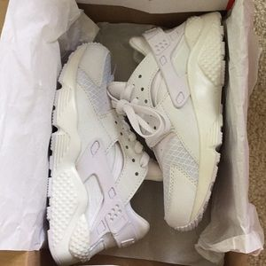 all white nike air huarache